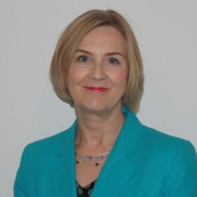 Lyn Davies